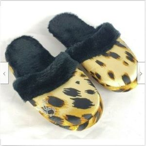 Victoria's Secret Slippers L 8-9 Cheetah Leopard